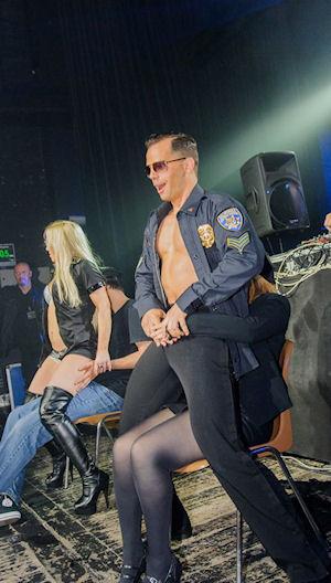 Strippers huren voor het geven van striptease shows