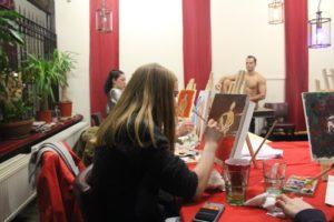 naaktmodel schilderen, creatief met een erotische knipoog - kopie