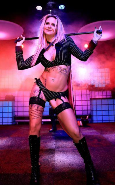 Striptease Kacenka op de erotica beurs in Antwerpen